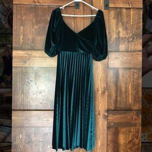 NWOT Emerald Velvet Formal Dress